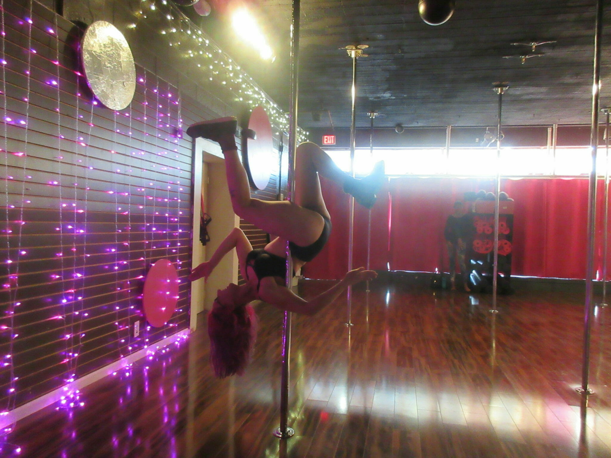 Keep Calm And Pole On—How To Handle An Injury Before Your Pole Dance Performance